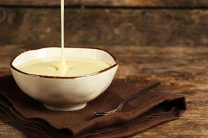 Как делают сгущённое молоко на производстве и в домашних условиях?